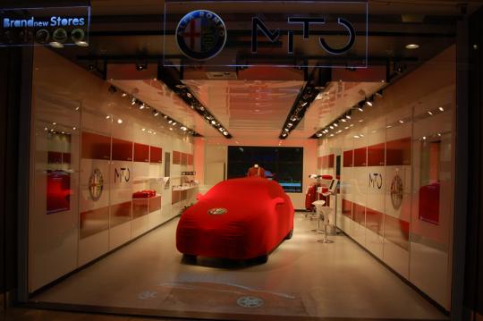 Alfa Romeos pop up-butik i et indkøbscenter i Amstelveen