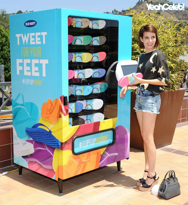 emma-roberts-old-navy-vending-machine-los-angeles2