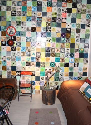 Drengeværelset med en nostalgisk collagevæg. (Foto: Retail Institute Scandinavia)