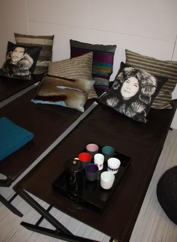 Briksene i tv-rummet, hvor familien kan slappe af. (Foto: Retail Institute Scandinavia)